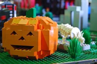 Nicht schön, aber erfüllt seinen Zweck - Kürbis aus Legosteinen